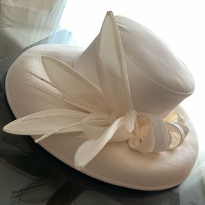 Accessories - 🆕🔥Gorgeous Hat Ivory Fancy Bridal New with tags